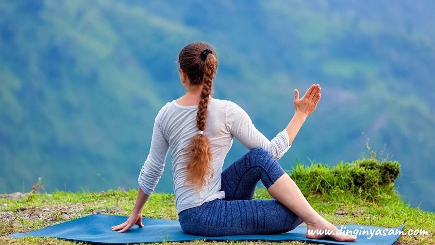 Yoga Marichi 2 Pozu yoga hareketleri
